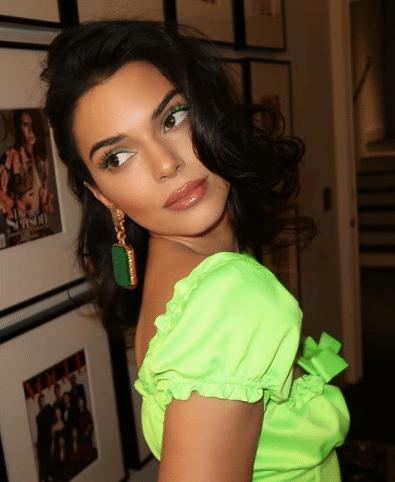 KendalL-Jenner-Bright-Green-Eyeliner